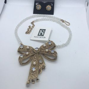 Nicky Butler moonstone & pearl bow  necklace set